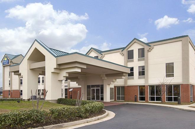 Days Inn & Suites by Wyndham Ridgeland - Ridgeland - Κτίριο