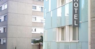 أوتل بون بور - مونتروي - مبنى