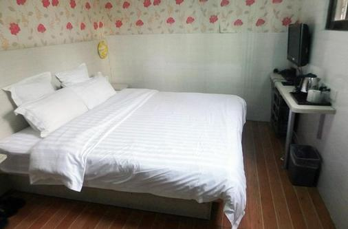 Home Inn Shenzhen Guomao Metro Station - Shenzhen - Bedroom