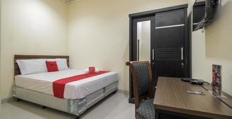 RedDoorz @ Meruya 2 - Jakarta - Bedroom
