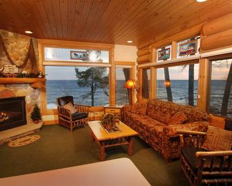 Grand Superior Lodge - Two Harbors - Living room