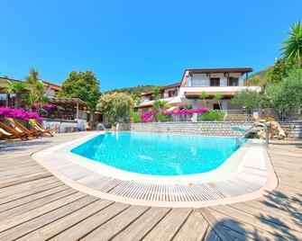 Hotel Montemerlo - Fetovaia - Pool