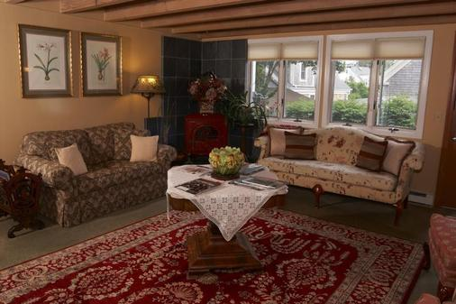 Beaconlight Guest House - Provincetown - Living room