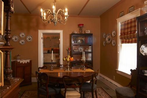 Beaconlight Guest House - Provincetown - Dining room