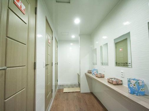 釜山住宿點com民宿 - 釜山 - 浴室