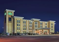 La Quinta Inn & Suites by Wyndham Carlsbad - Carlsbad - Rakennus