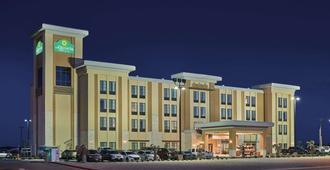 La Quinta Inn & Suites by Wyndham Carlsbad - Carlsbad