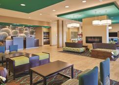 La Quinta Inn & Suites by Wyndham Carlsbad - Carlsbad - Lobby