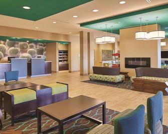 La Quinta Inn & Suites by Wyndham Carlsbad - Карлсбад - Лоббі