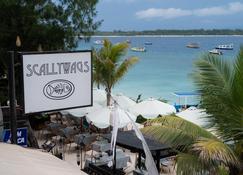 Scallywags Resort - Sira Selatan - Priveliște în exterior