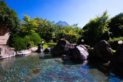 Yufuin Sansuikan - Yufu - Näkymät ulkona
