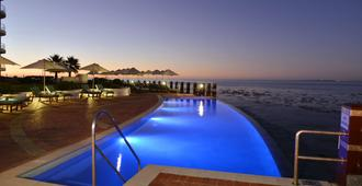Radisson Blu Hotel Waterfront, Cape Town - Cape Town - Svømmebasseng