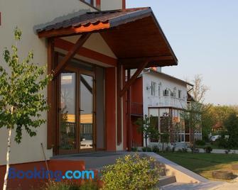 Hotel Otopeni - Отопені - Building