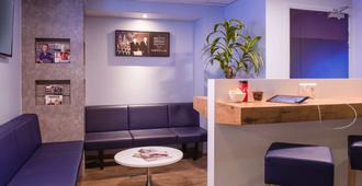 ibis budget Cannes Centre-Ville - Cannes - Front desk
