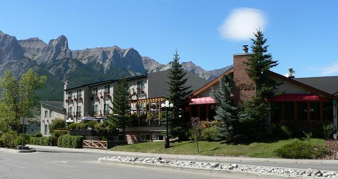 The Drake Inn - Canmore - Κτίριο