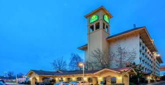La Quinta Inn & Suites by Wyndham Seattle Sea-Tac Airport - SeaTac - Building