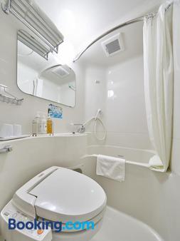 Super Hotel Shinyokohama - Yokohama - Bathroom