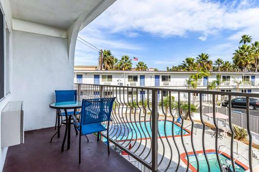 Motel 6 Oceanside Marina - Oceanside - Balcony
