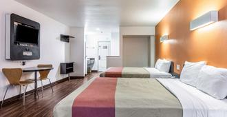 Motel 6 Oceanside Marina - Oceanside - Bedroom