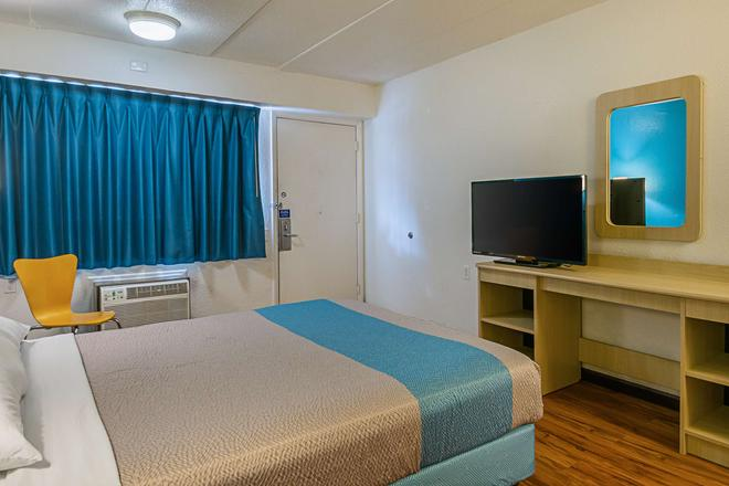 Motel 6 Knoxville North - Knoxville - Makuuhuone
