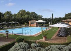 هوتل إلبيكولو كاستيلو - مونتريغيوني - حوض السباحة