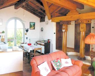 Apartment With 2 Bedrooms In Provincia DI Cuneo, With Wonderful Mountain View And Enclosed Garden - 45 Km From The Slopes - Carrù - Wohnzimmer