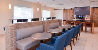 Holiday Inn Express & Suites Omaha - 120th and Maple - Omaha - Restaurant