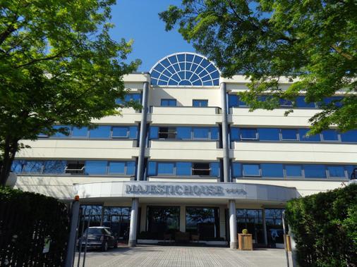 MajesticHouse Conference & Restaurant - Brescia - Building