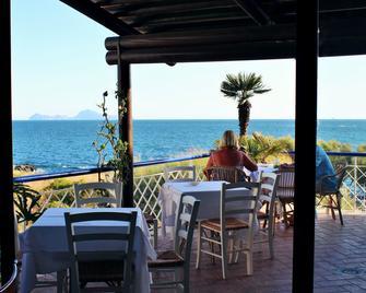 Hotel Puntaquattroventi - Ерколано - Balcony
