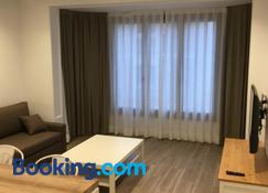 Sm Apartments Station - Lleida - Living room