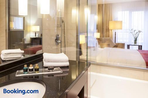 Hotel Vier Jahreszeiten Starnberg - Starnberg - Bathroom