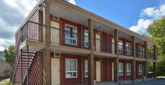 Canadas Best Value Inn & Suites Fernie - Fernie - Edificio