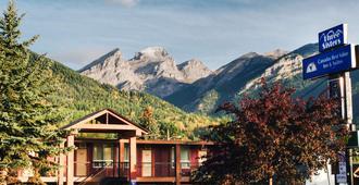 Canadas Best Value Inn & Suites Fernie - Fernie - Gebäude