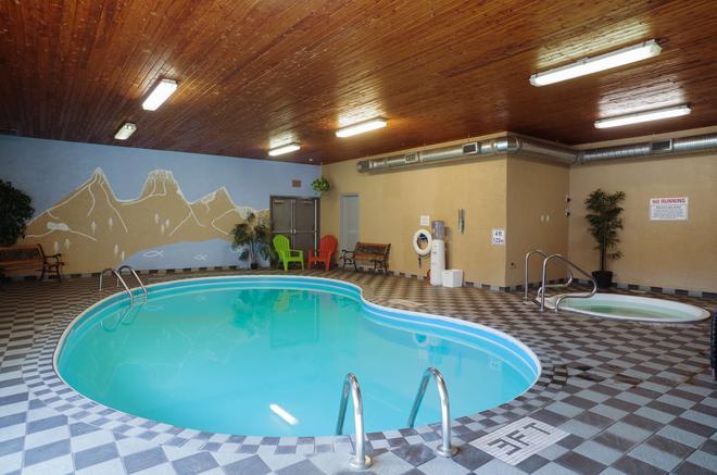 Canadas Best Value Inn & Suites Fernie - Fernie - Pool