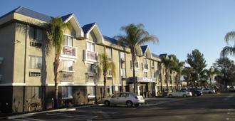 Best Western PLUS Diamond Valley Inn - Hemet - Edificio