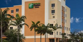 Holiday Inn Express & Suites Fort Lauderdale Airport South - Dania Beach - Building
