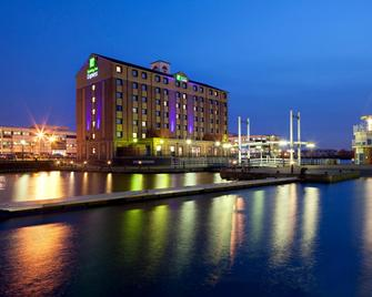 Holiday Inn Express Manchester - Salford Quays - Salford - Building