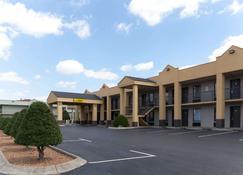 Super 8 by Wyndham Clarksville Northeast - Clarksville - Κτίριο
