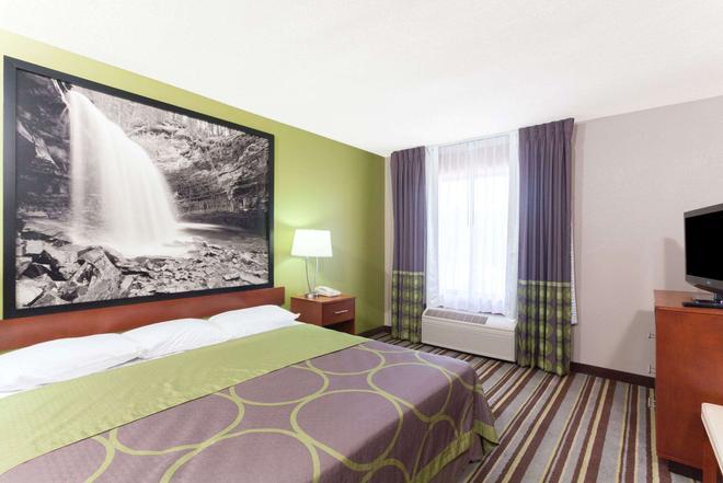 Super 8 by Wyndham Clarksville Northeast - Clarksville - Bedroom