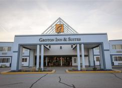 Groton Inn And Suites - Groton - Building