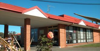 Ambassador Motor Inn Ballarat - באלארט - בניין