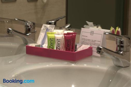 Zenit Borrell - Barcelona - Bathroom