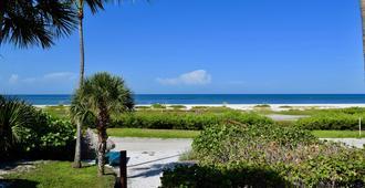 Caribbean Beach Club - Fort Myers Beach - Outdoor view