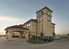 La Quinta Inn & Suites by Wyndham Alvarado - Alvarado - Building