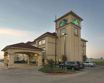 La Quinta Inn & Suites by Wyndham Alvarado - Alvarado - Gebouw