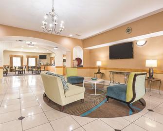 La Quinta Inn & Suites by Wyndham Alvarado - Alvarado - Lobby