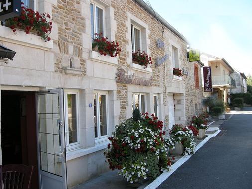 Chez Françoise - Bannes - Building