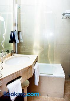 Universal Hotel - Granada - Bathroom