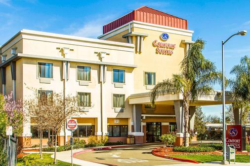 Comfort Suites - Vacaville - Building