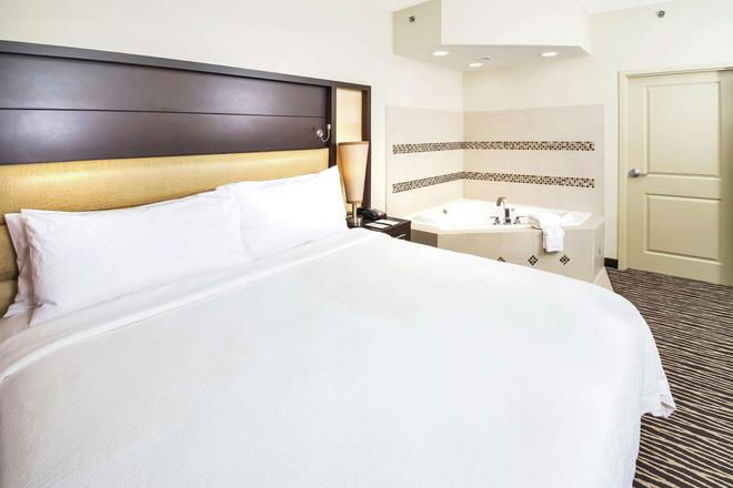 Embassy Suites by Hilton Fayetteville Fort Bragg - Fayetteville - Makuuhuone